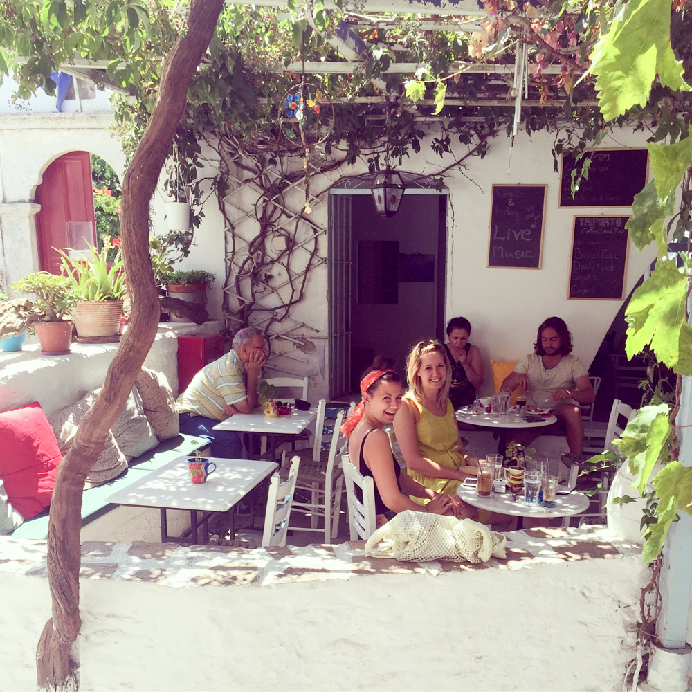 hippe-cafes-in-chora
