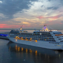 Crystal Serenity bij sunset